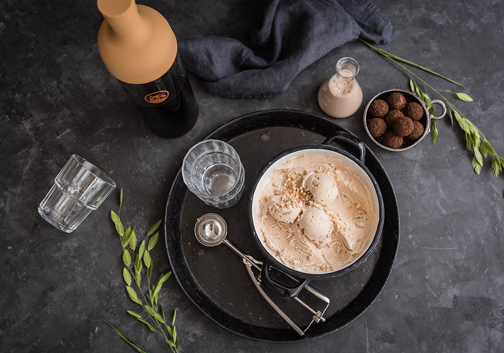 Hochland Kaffee Cold Brew Affogato mit Haselnusseis