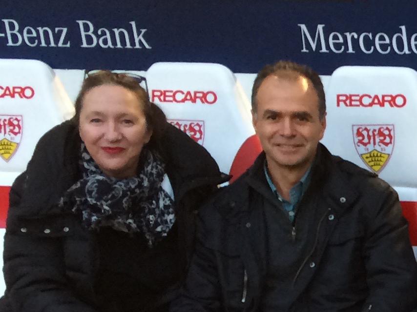 Gemeinsame Leidenschaft: Hochland-Geschäftsführerin Martina Hunzelmann und ehemaliger Coopedota-CEO Roberto Marta bejubeln den VfB