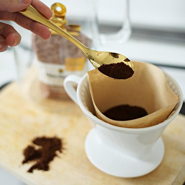 Kaffeefilter aus Porzellan mit Filtertüte